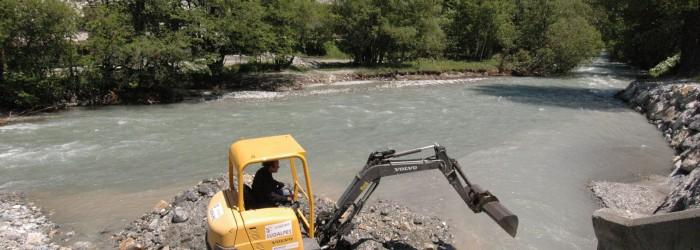 Mise en place d'une digue à Salle les Alpes - Copyright : GARUFI/Région PACA