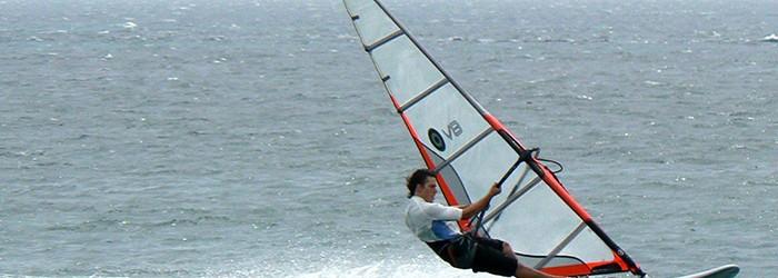 Loisir maritime : la planche à voile - Copyright : ARPE PACA